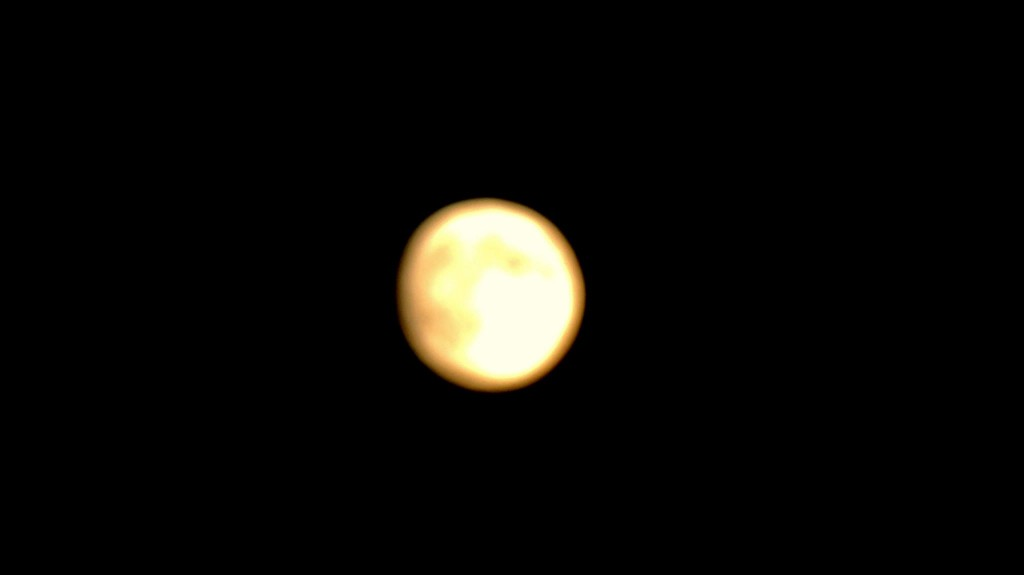 Bella Luna dans Ciel 1149739_435680253214665_81841549_o